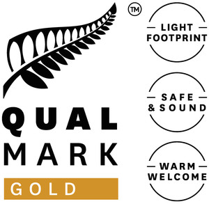 Qualmark Gold Award Logo Stacked1